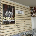 娘の賃貸アパートの壁に設置したディスプレイスノコが良い感じ。